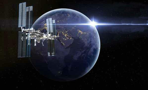"""三名国际空间站宇航员乘俄""""联盟""""飞船返回地球"""